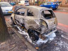 Autobrand in Eindhoven, voertuig compleet verwoest