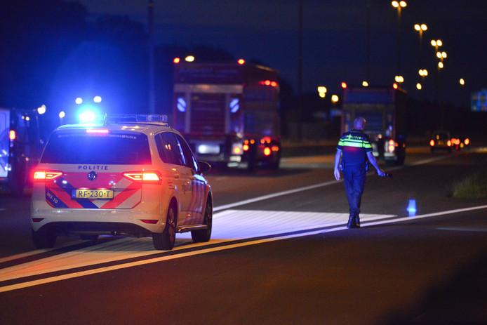 Politieonderzoek op A16 na melding schietpartij.