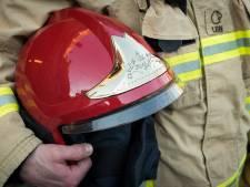 Krantenbezorger ontdekt brand en haalt slapende bewoner uit huis in Kolhorn