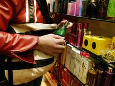 Drietal steelt in Deventer supermarkt, één verdachte opgepakt