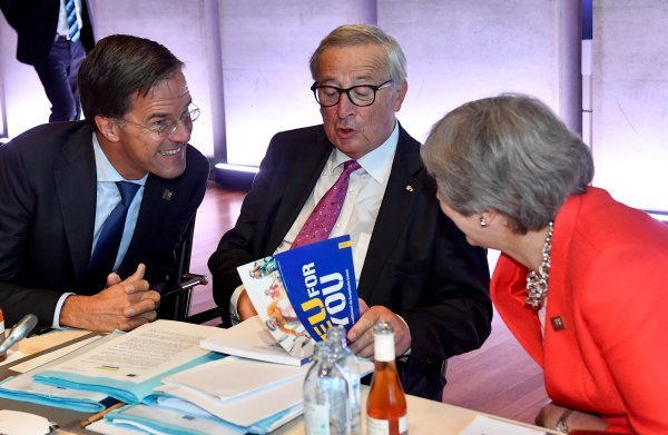 EU zet eindfase Brexitonderhandelingen in: 'De tijd begint nu echt te dringen'
