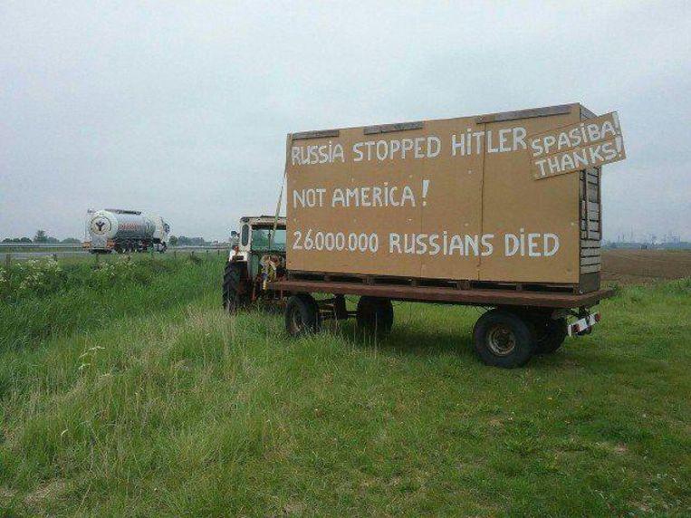 Op Russische websites worden foto's van deze billboards gretig gedeeld. Beeld