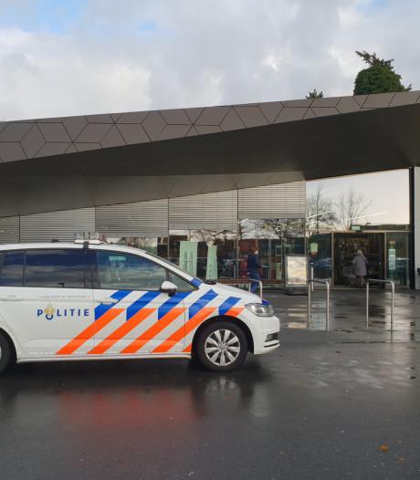 Auto rijdt supermarkt Lidl binnen: 33-jarige bestuurder aangehouden