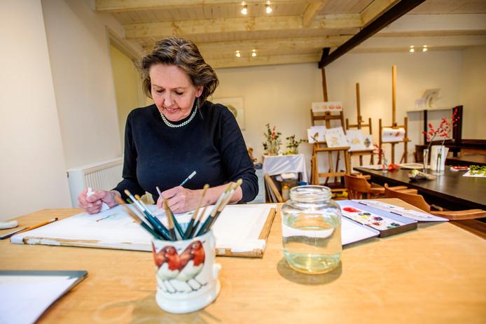 """Nelleke Haverhals aan het werk: ,,Veel inspiratie komt uit gebeurtenissen in mijn omgeving""""."""