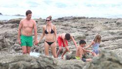 Gisele Bündchen gespot tijdens gezellige strandvakantie met gezin