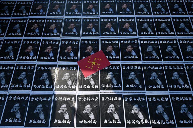 Posters van parlementslid Junius Ho bij de Universiteit van Hongkong. Beeld AFP
