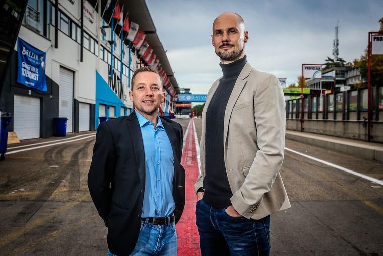 Tom Boonen, hier rechts van VTM-journalist Merijn Casteleyn. Zij zullen de show vanavond in goede banen leiden.