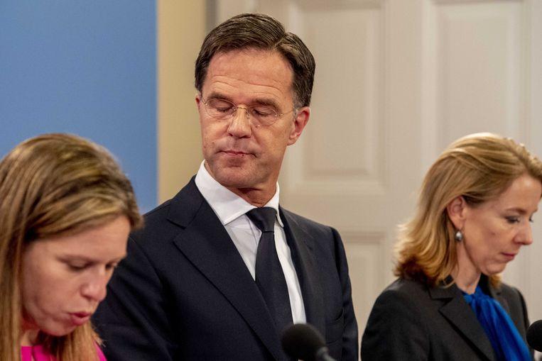Premier Rutte en ministers Schouten (Landbouw), Van Nieuwenhuizen (Infrastructuur en Waterstaat) en Van Veldhoven (Milieu en Wonen) geven toelichting op het maatregelenpakket. Beeld ANP