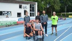 """Rolstoelgebruiker Glenn (22) overwon kanker, nu bereidt hij zich voor op marathon: """"Verleg graag mijn grenzen"""""""
