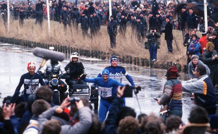 Evert van Benthem gaat - op een 'gespiegelde' foto - over de streep in 1985. Beeld