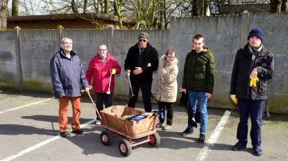 Bewoners Zonnelied helpen met opruimen van zwerfvuil
