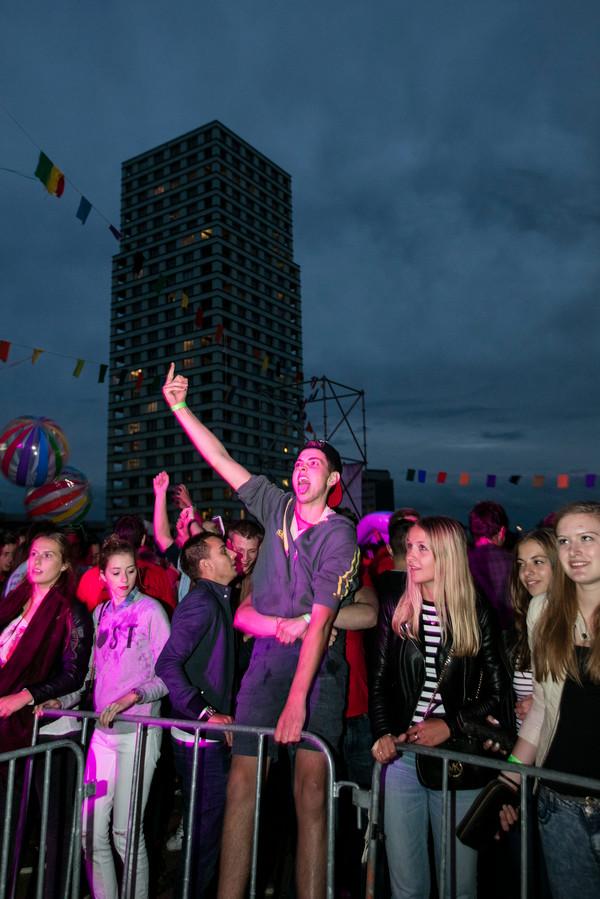Een paar duizend eerstejaarsstudenten luidden tijdens het HBO Intro Festival in het Bossche Paleiskwartier hun studententijd in.