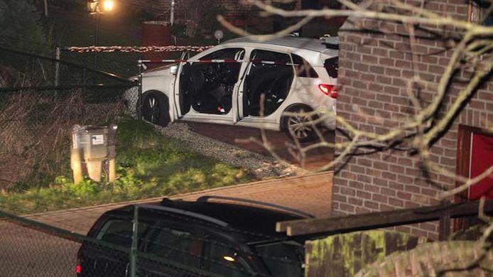 De beschoten auto waarin Chahid Yakhlaf om het leven kwam, kwam tot stilstand in de Rooyensestraat in Hoenzadriel.