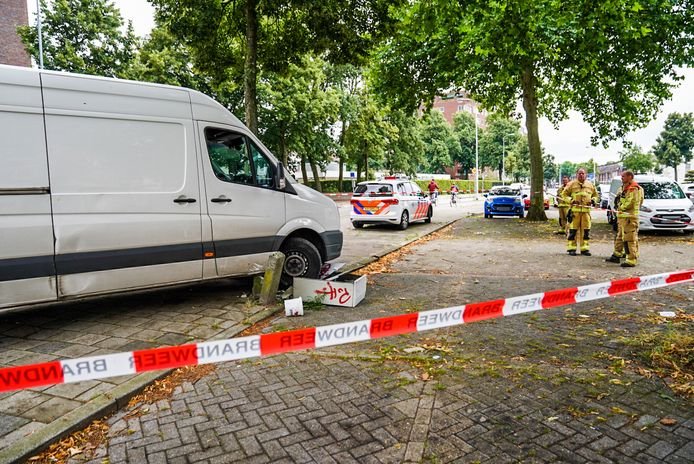 Pakketbezorger ramt stroomkast omver in Eindhoven.