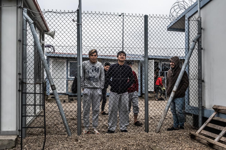Afghaanse minderjarigen in het Griekse gesloten opvangkamp Fylakio. Beeld Joris van Gennip