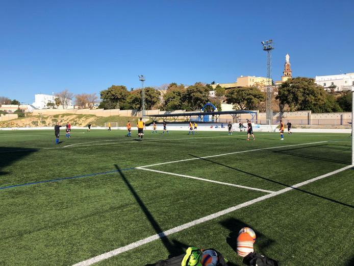De selectie van vv Bergambacht traint onder de Spaanse zon in Sevilla.