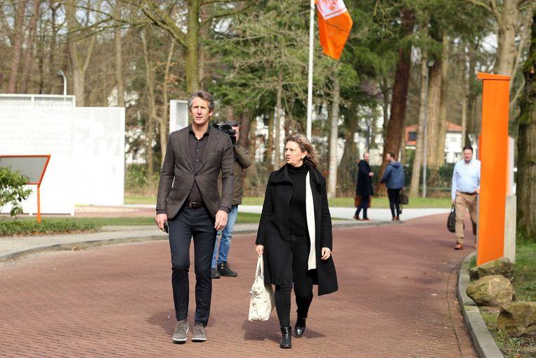 Ajax-directeur Edwin van der Sar arriveert op 11 maart bij de KNVB voor overleg over de uitbraak van het coronavirus.  Beeld ANP