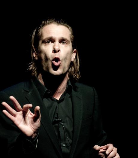 Na vier jaar keert cabaretier Hans Teeuwen met nieuwe voorstelling terug in Enschede