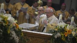 Bisschopswijding onder massale belangstelling gestart