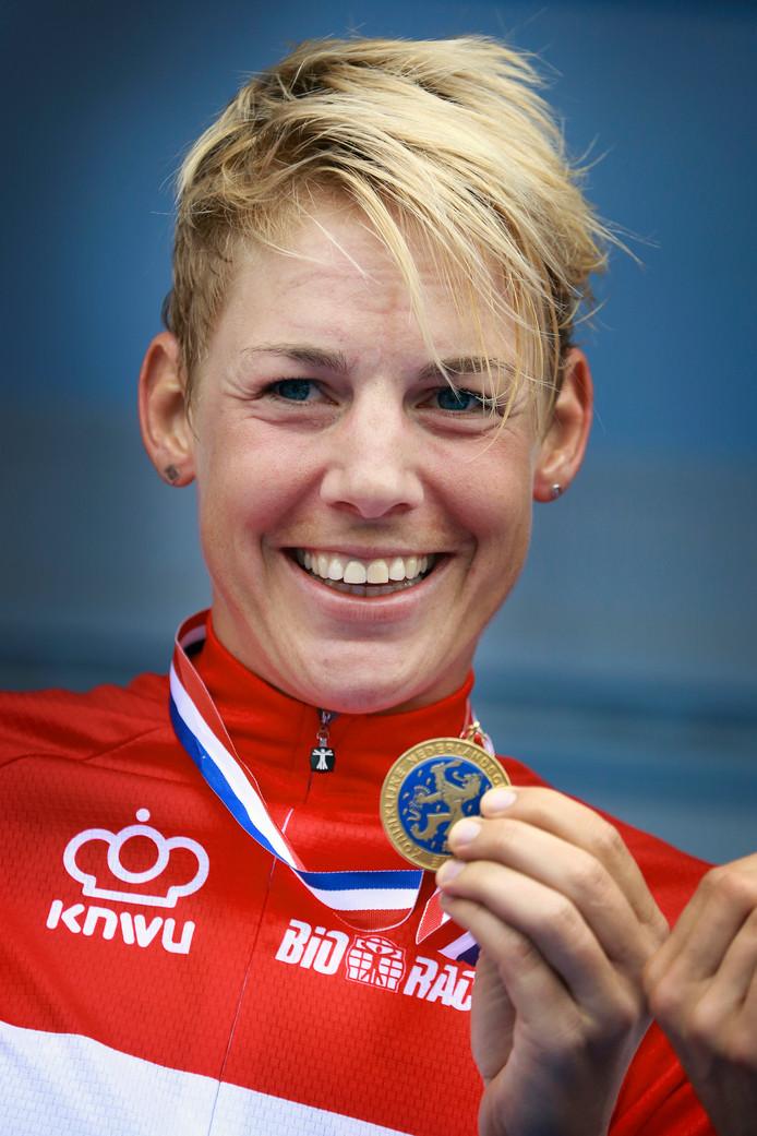 Iris Slappendel wordt in 2014 Nederlands kampioen.