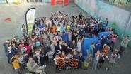 Voetbalclub helpt school met renovatie speelplaats