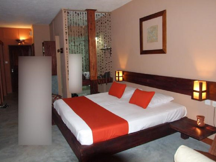 Europol plaatste deze foto vrijdag op social media met de vraag: 'Herkent u deze hotelkamer?'
