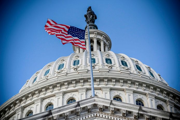 Het Capitool in Washington, de thuisbasis van het Amerikaanse parlement, is deze week het toneel van het laatste felle debat tussen Republikeinen en Democraten over de uitslag van de presidentsverkiezingen. Trump-aanhangers willen woensdag het slotstuk - als het parlement de uitslag afhamert, tot het uiterste frustreren. (Foto Eric BARADAT / AFP)