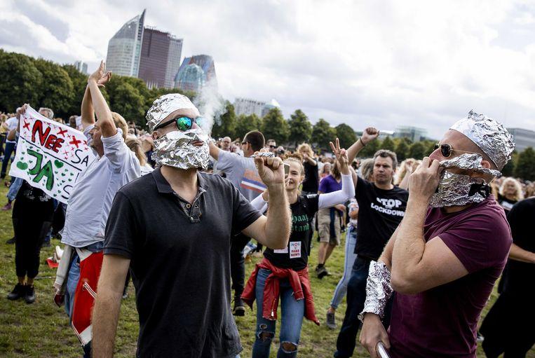 Demonstratie op het Malieveld tegen mondkapjesplicht en 1,5 metermaatregelen.   Beeld Foto ROBIN VAN LONKHUIJSEN/ANP