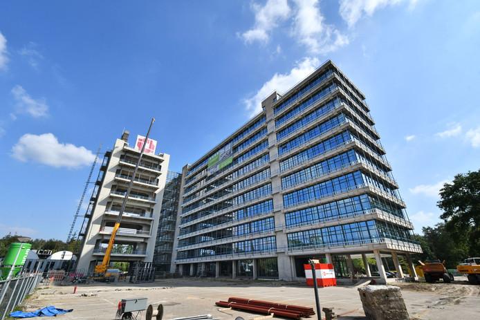 Samen met aannemer Van Wijnen verbouwde Camelot recent het voormalige pand De Hogenkamp op de UT tot 445 huurstudio's voor buitenlandse studenten.