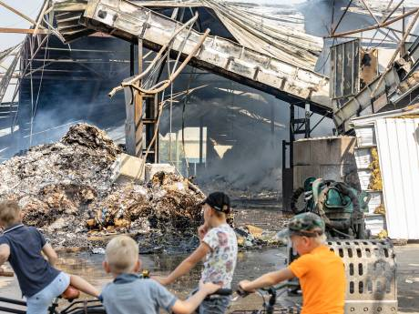 Buren schrikken wakker van brand in Staphorst: 'Ik dacht eerst aan vuurwerk'
