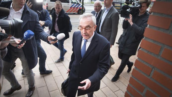 Van Rey arriveert bij de rechtbank op de eerste zittingsdag