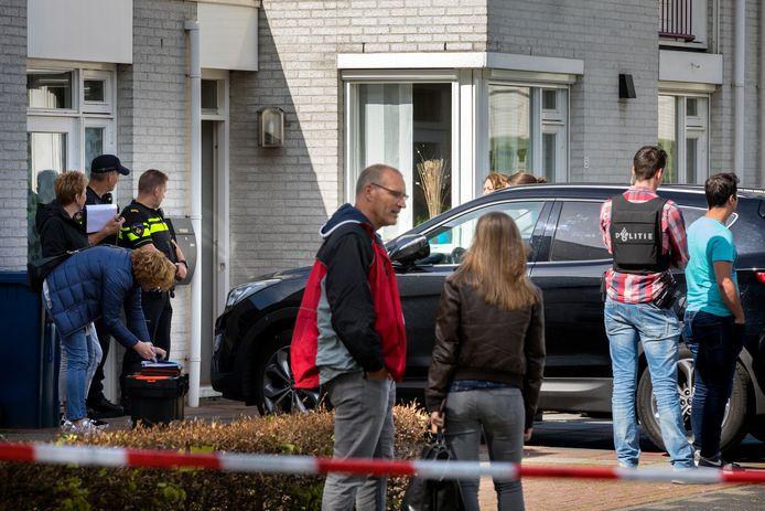 Een arrestatieteam heeft een inval gedaan in een woning aan de Aagje Dekenstraat in Schijndel.