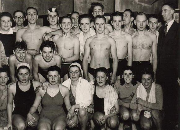 De Gentse zwemclub de Vrije Zwemmers bestaat dit jaar honderd jaar.