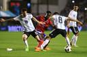 Eerder dit jaar kwam Sprangers (in duel met Messi) voor zijn land uit tegen Argentinië, in een uitverkocht La Bombonera.