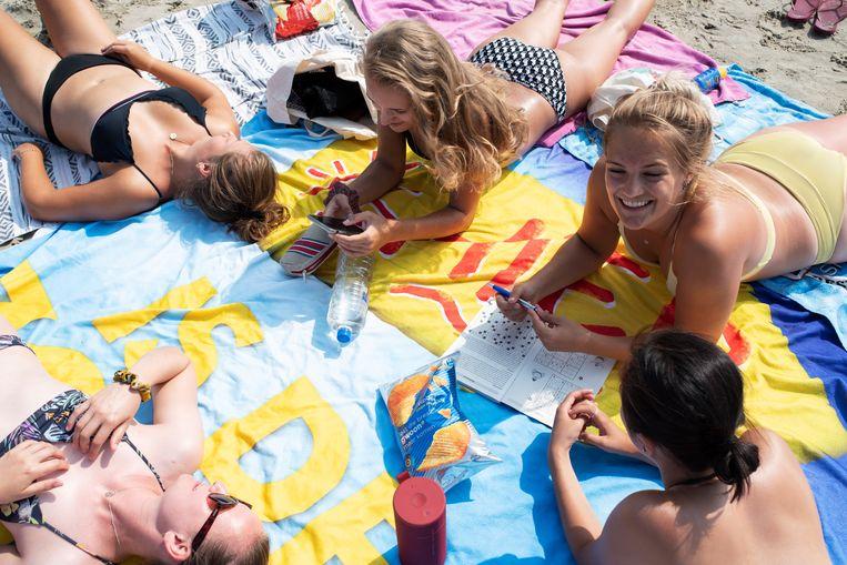 Een vriendinnengroep uit diverse plaatsen in Nederland op Terschelling. Beeld Sabine van Wechem