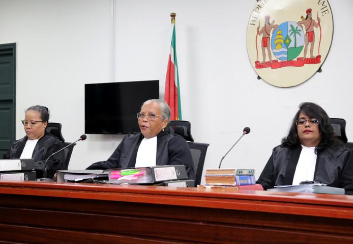 De drie rechters van de Krijgsraad vanochtend.