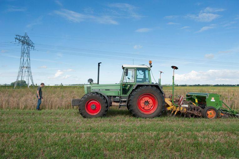 Met de tractor. Beeld An-Sofie Kesteleyn