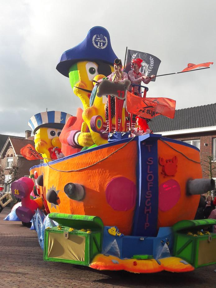 Kleurrijke wagens sierden Westerhoven zondagmiddag.