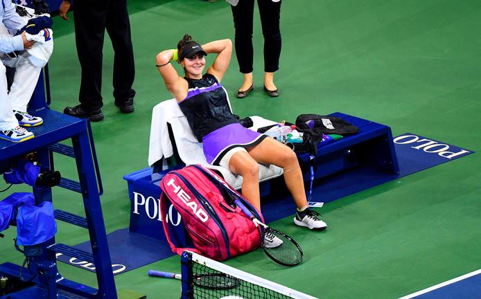 Bianca Andreescu geniet van haar zege op Elise Mertens.