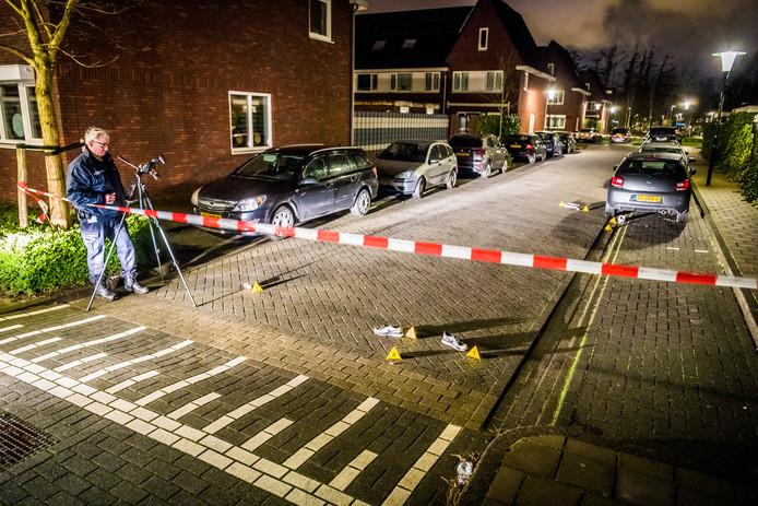 Twee verdachten zijn aangehouden na een achtervolging die volgde op onderzoek van de technische recherche in de Harpstraat in Eindhoven.