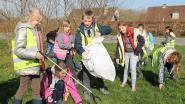 Kinderen houden lenteschoonmaak