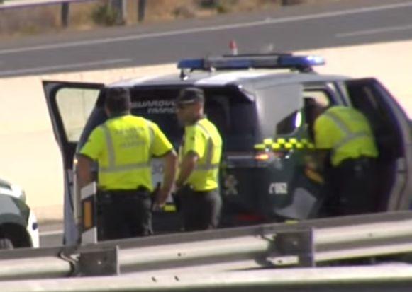 Bij een zware botsing tussen een auto met Belgische kentekenplaat en een Nederlandse auto in het Spaanse El Campello (Alicante) zijn gisteren drie doden gevallen. Een van de dodelijke slachtoffers is een Belgische kindje van ongeveer twee jaar oud.