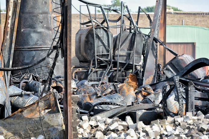 Een andere tankwagen van Van Vollenhoven brandde af bij de brand Kraaiven Tilburg
