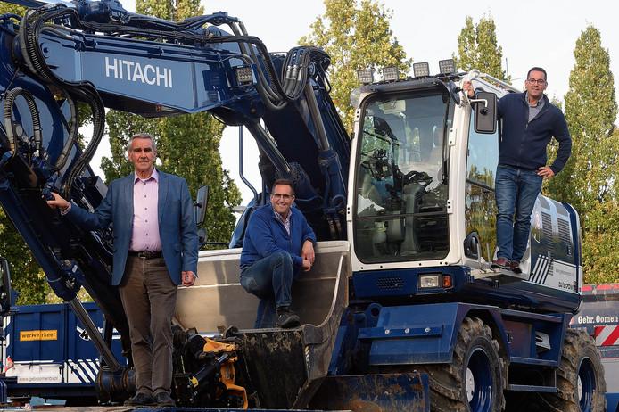 Vijftig jaar Gebroeders Oomen, met van links naar rechts oprichter Jan sr. met zijn zoons Jan en Mano.