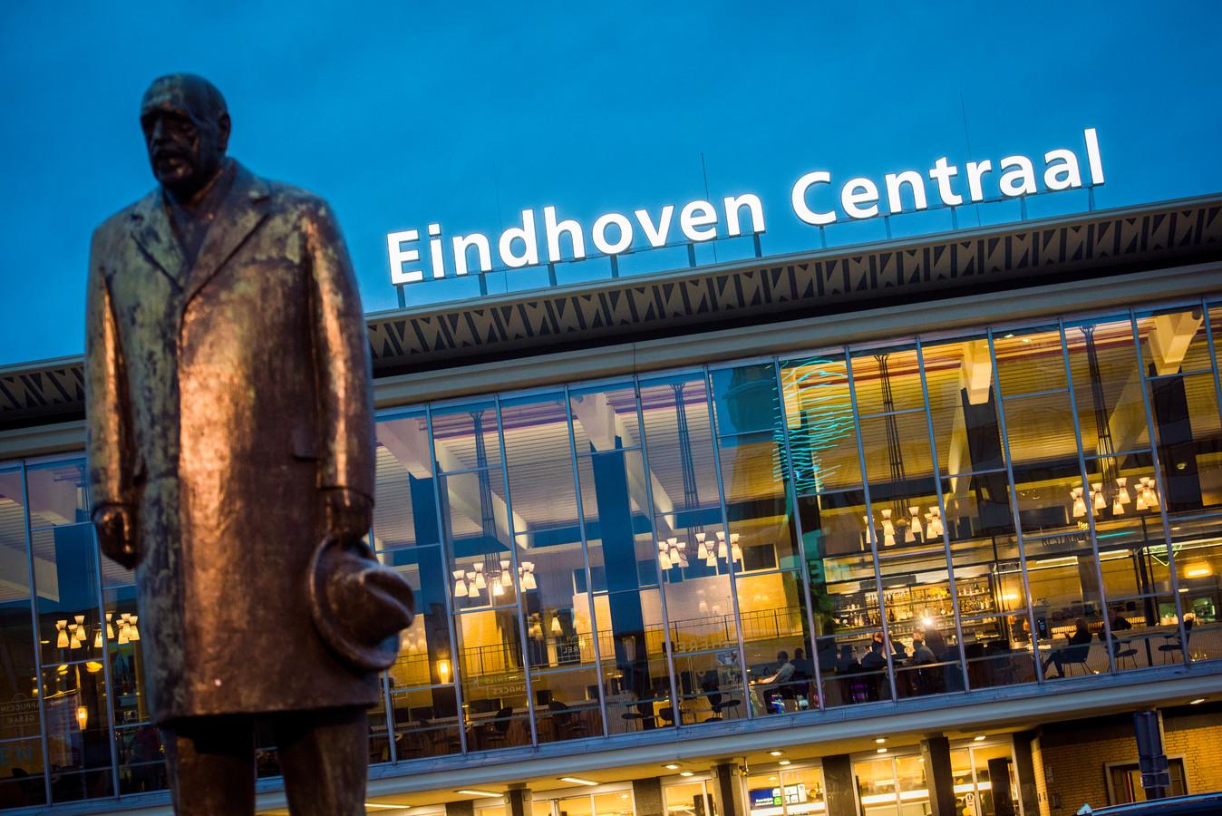 Het hoofdstation in Eindhoven heet voortaan Eindhoven Centraal.