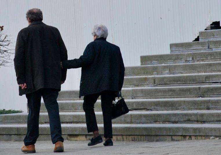 Nicolle D. en haar zoon bij het verlaten van de rechtbank.