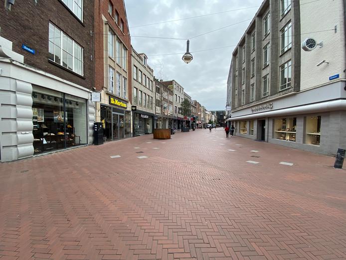 De binnenstad van Eindhoven is leeg nu steeds meer winkels de deuren sluiten vanwege het coronavirus.