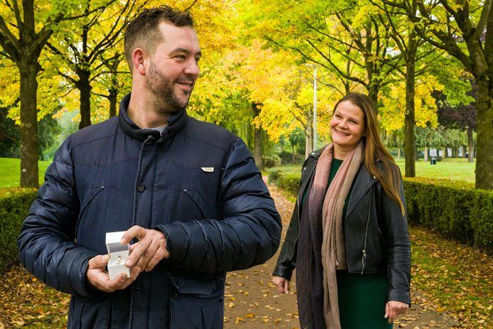 Patrick van de Meulenhof verbergt de trouwring voor zijn Tarja Pitkänen nog even. Inmiddels zijn ze getrouwd.