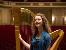 Harpiste Zoë Knoop treedt op in Baak
