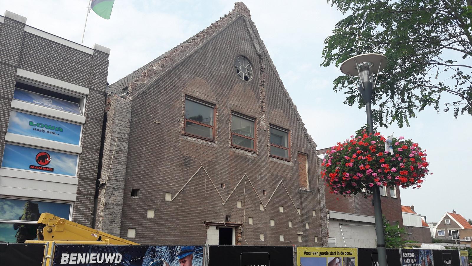 De verbouwing van de Pniëlkerk is maandag begonnen.